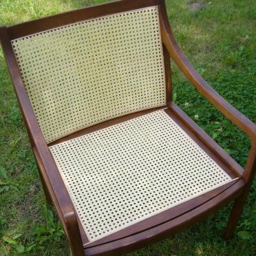 Repair of caned chairs and rocking chairs by DIY (Do It Yourself)